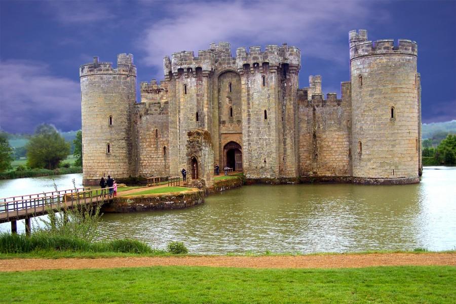 Бодиам замок, Великобритания. Великолепный замок четырнадцатого века в Восточном Суссексе