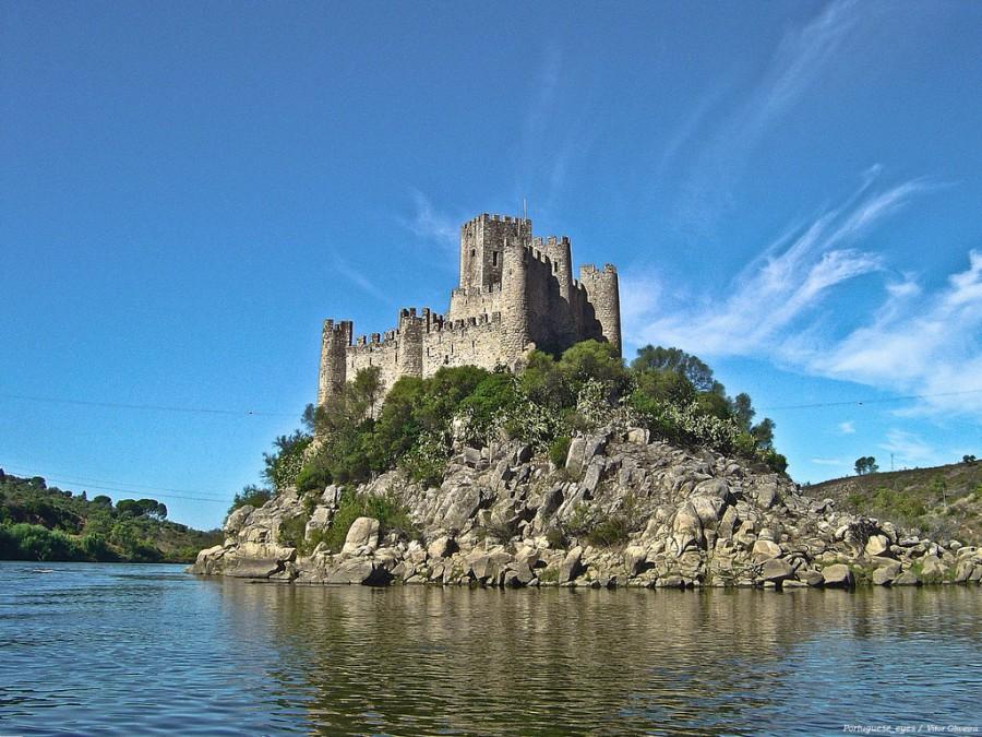 Замок Almourol, Португалия.