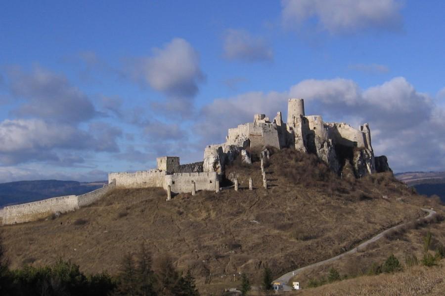 Спишский Град замок, построенный в 12 веке. Замок часто используется как декорации для фильмов.