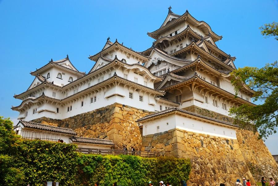 Замок Химэдзи, которые также называются Shirasagijo ( замок Белая цапля) из-за его белого наружных стен, является наиболее хорошо сохранившимся замком во всей Японии
