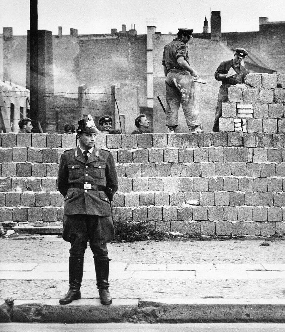 a short history of the berlin wall The history of the berlin wall in east berlin one year after the berlin wall was erected at to west germany for a short visit after the.