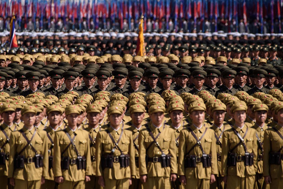 Війська Корейської Народної армії (КНА) беруть участь в параді, на площі Кім Ір Сена, в Пхеньяні 9 вересня 2018 року.