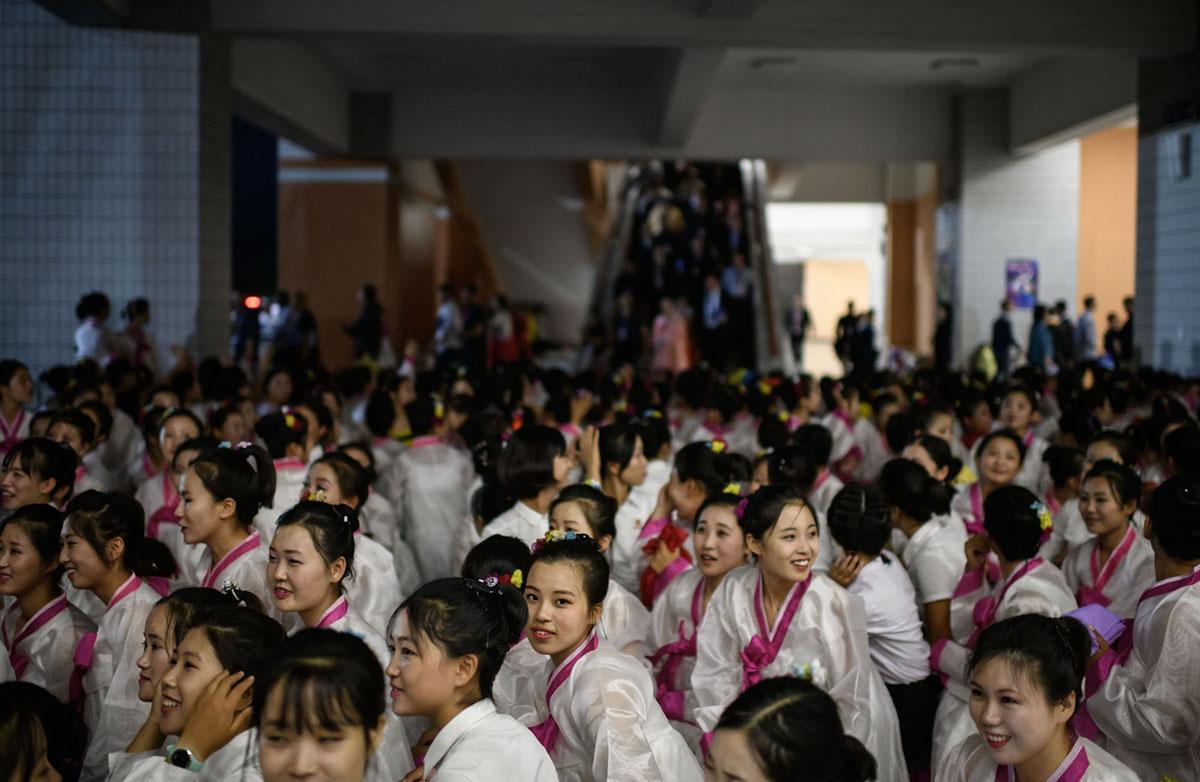 Дівчата після виступу.