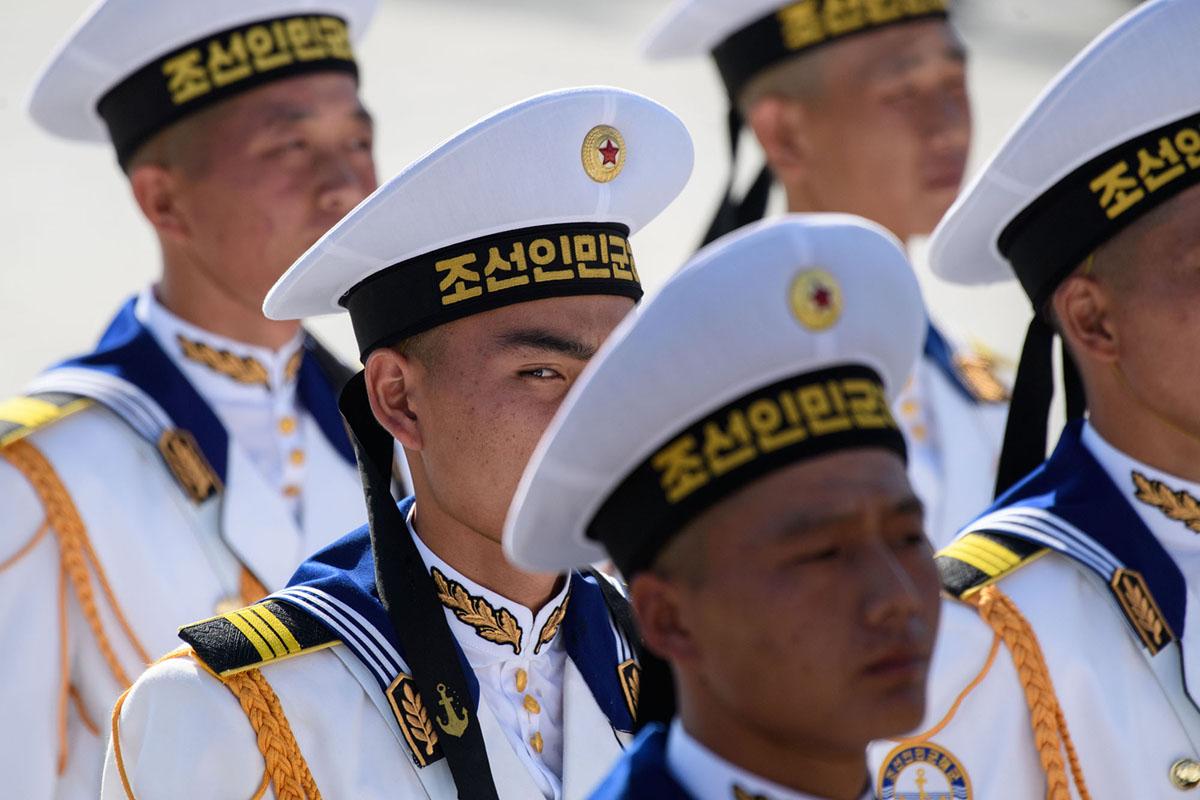 Північнокорейські моряки на параді.