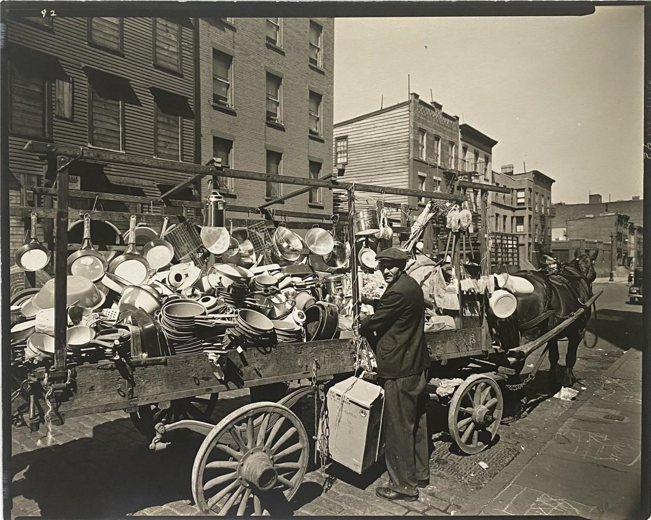 Магазин на колёсах, Бруклин, Нью-Йорк, 1936. Фотограф Беренис Эбботт